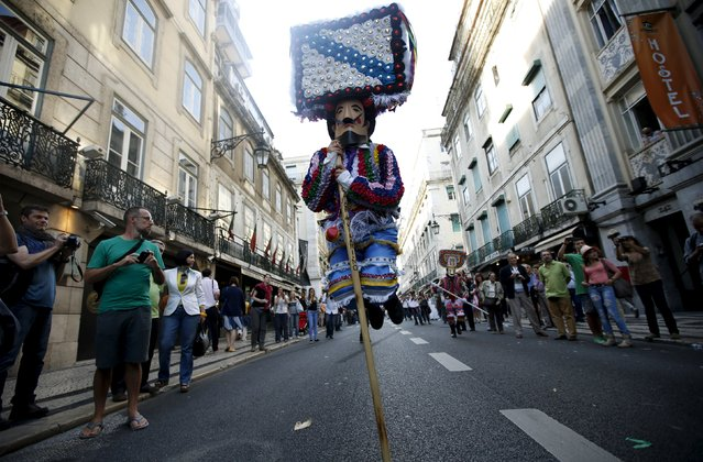 """A member of the """"Los Danzantes y Los Boteiros"""" folk group performs during the parade of the 10th International Festival of the Iberian Mask in Lisbon, Portugal May 9, 2015. (Photo by Rafael Marchante/Reuters)"""