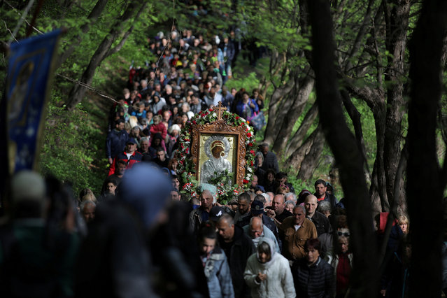 Orthodox Christians carry an icon of the Virgin Mary during a parade marking Easter near Bachkovo monastery, Bulgaria, April 29, 2019. (Photo by Stoyan Nenov/Reuters)