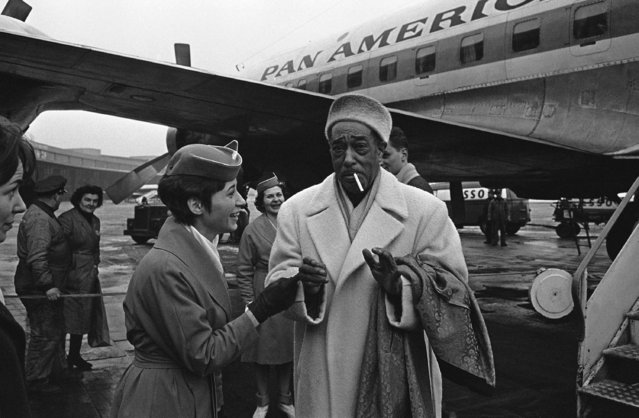 Duke Ellington arrived in West Berlin on Tempelhof airfield, February 15, 1963. Duke Ellington is giving a jazz concert in the Berlin Deutschlandhalle. Having left the airplane, he is scolded by a stewardess when he tries to light a cigarette. (Photo by AP Photo/Reichert)