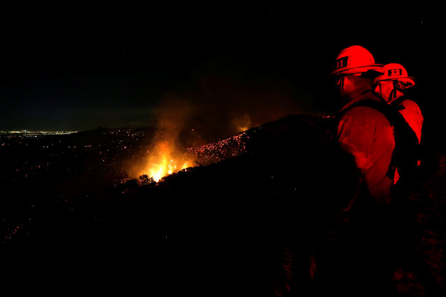 """Firefighters watch as the """"Old Fire"""" burns a hillside in Calabasas, California U.S., June 4, 2016. (Photo by Mario Anzuoni/Reuters)"""