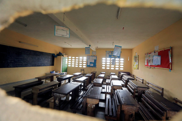 An empty classroom is seen at Saint Francois Xavier, catholic school of Anono, during coronavirus disease (COVID-19) outbreak, in Abidjan, Ivory Coast on March 19, 2020. (Photo by Thierry Gouegnon/Reuters)