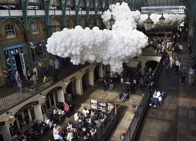 "A general view of the installation ""Heartbeat"" by French visual artist Charles Petillon at Covent Garden market in London, Britain, 26 August 2015. The artwork containing of 100,000 white balloons stretches for 54 metres long and 12 metres wide. The project will be on display until 27 September. (Photo by Facundo Arrizabalaga/EPA)"