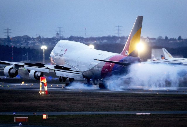 A Boeing 747 of Asiana Airlines lands at the airport in Frankfurt, Germany, Sunday, March 1, 2020. The aviation industry expects heavy financial losses due to the Covid-19 virus. (Photo by Michael Probst/AP Photo)