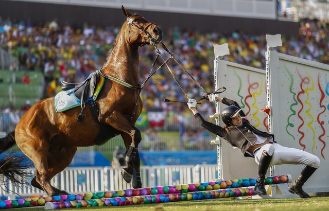 Zsofia Foldhazi from Hungary falls off horse Christino during the Show Jumping of the Rio 2016 Olympic Games Modern Pentathlon events in Rio de Janeiro, Brazil, 19 August 2016. (Photo by Nic Bothma/EPA)
