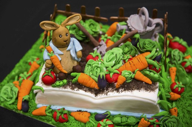 "A cake decorated in the style of the Beatrix Potter's children's character ""Peter Rabbit"" is displayed at the Cake and Bake show in London, Britain October 3, 2015. (Photo by Neil Hall/Reuters)"