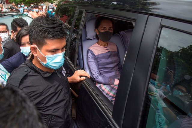 Myanmar State Counsellor Aung San Suu Kyi looks out from a vehicle as she leaves the Yangon southern district court after she submitted her application to run as a candidate in the upcoming 2020 general election in Yangon on August 4, 2020. Myanmar will hold its next general election on November 8, in a test for the country's fledgling democratic government led by Aung San Suu Kyi. (Photo by Sai Aung Main/AFP Photo)