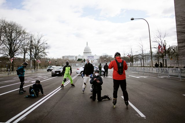 Rollerbladers roll around Washington near the Capitol as security is increased ahead of the inauguration of President-elect Joe Biden and Vice President-elect Kamala Harris, Sunday, January 17, 2021, in Washington. (Photo by Wong Maye-E/AP Photo)