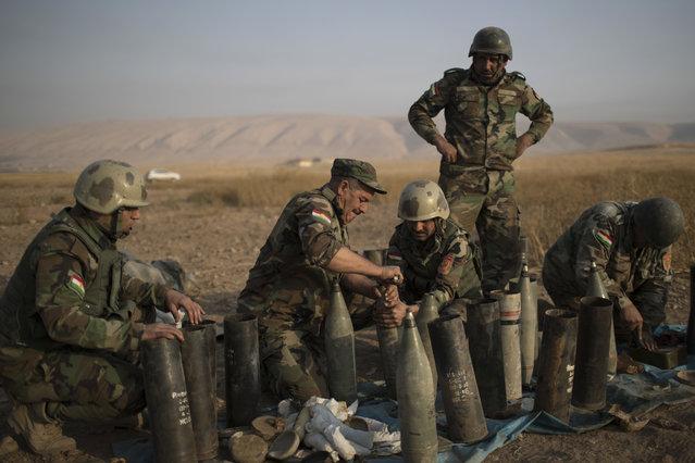 Kurdish Peshmerga prepare to fire artillery at Islamic State positions in Bashiqa, east of Mosul, Iraq, Monday, November 7, 2016. (Photo by Felipe Dana/AP Photo)
