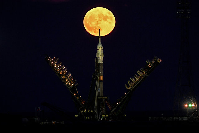 The supermoon is seen behind the Soyuz MS-03 spacecraft set on the launch pad at the Russian-leased Baikonur cosmodrome in Kazakhstan on November 14, 2016. (Photo by Kirill Kudryavtsev/AFP Photo)