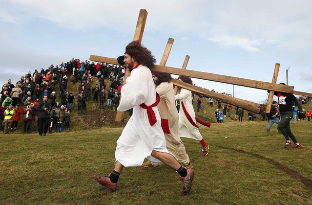 Competitors dressed as Jesus carry crosses as the start the Tough Guy event in Perton, central England, February 1, 2015. (Photo by Phil Noble/Reuters)