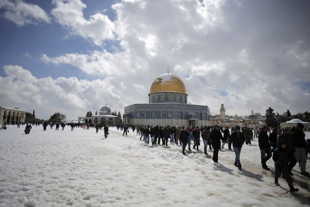 Palestinians walk on the snow-covered ground after Friday prayers near the Dome of the Rock on the compound known to Muslims as Noble Sanctuary and to Jews as Temple Mount, in Jerusalem's Old City February 20, 2015. (Photo by Ammar Awad/Reuters)
