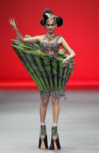 A model showcases an outfit by Chinese fashion designer Guo Pei, Wednesday October 16, 2013 in Singapore during the Fide Fashion Week 2013 Asian Couture show. (Photo by Wong Maye-E/AP Photo)