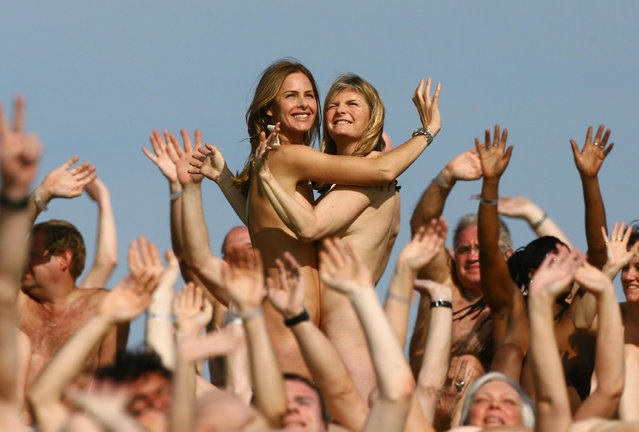Fashion experts Trinny Woodall (left) and Susannah Constantine pose naked, joined by hundreds of volunteers to celebrate the country's finest forms by creating a living sculpture on the side of a hill near Lewes, Sussex on April 26, 2008. (Photo by Gareth Fuller – PA Images/PA Images via Getty Images)