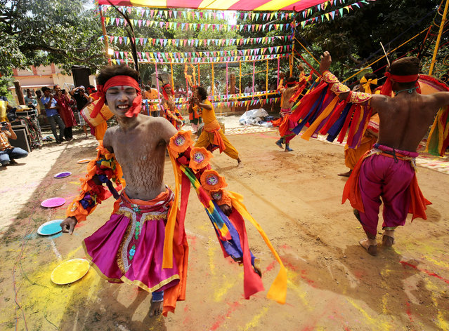 Chhau dancers of Bengal perform dance during  celebration of the Holi festival at Barsul village in Calcutta, eastern India on 23 March 2016. Holi festival is celebrated on the full moon day and marks the beginning of the spring season. (Photo by Piyal Adhikary/EPA)