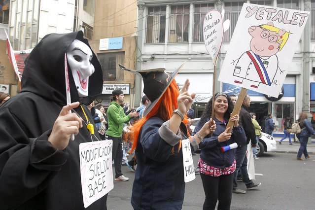 """Teachers take part in a protest against the government to demand changes and end to the profiteering in the education system, in Valparaiso, May 14, 2015. The placard reads (L), """"Modification of the basic salary"""". (Photo by Rodrigo Garrido/Reuters)"""