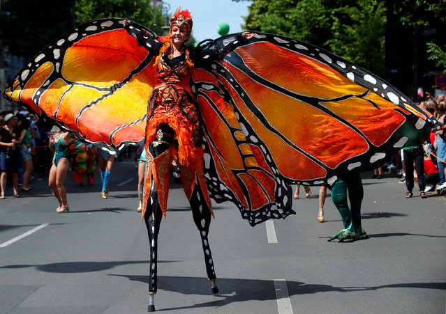 A performer takes part in the annual street parade, which is part of the Carnival of Cultures celebrating the multi-ethnic diversity of the city, in Berlin, Germany on June 9, 2019. (Photo by Hannibal Hanschke/Reuters)