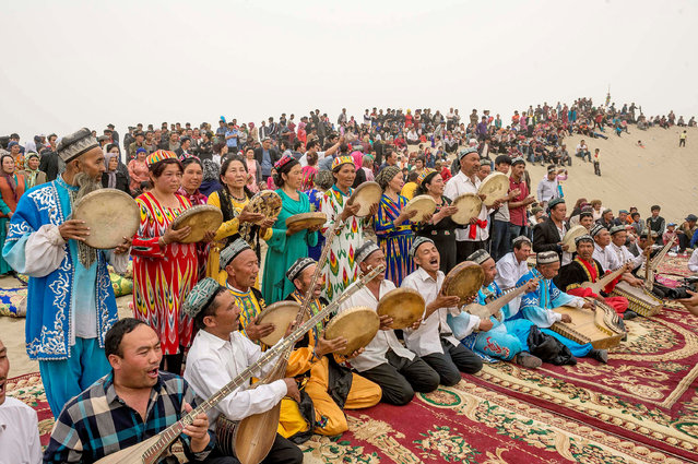 Folk artists play traditional music for tourists at Kashgar, Xinjiang Uighur Autonomous Region, China, May 2, 2016. (Photo by Reuters/Stringer)