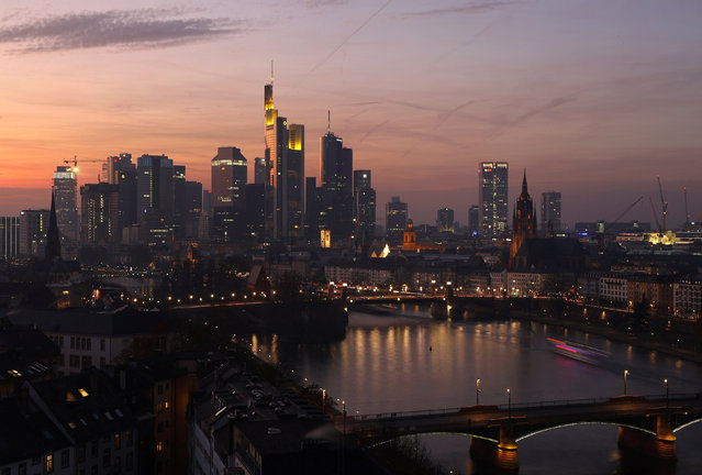 The skyline is seen as the sun goes down late in the afternoon in Frankfurt, Germany December 10, 2016. Picture taken December 10, 2016. (Photo by Kai Pfaffenbach/Reuters)