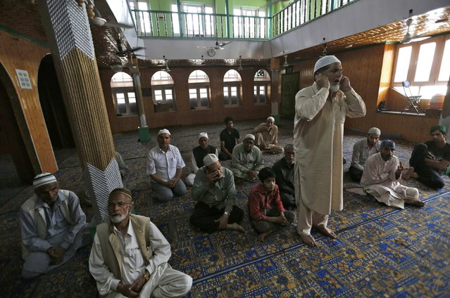 A muezzin stands as he makes his call to prayer inside a mosque during the holy fasting month of Ramadan in Srinagar June 29, 2016. (Photo by Danish Ismail/Reuters)