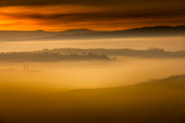 Early morning fog in Tuscany, Italy. The beautiful pictures were taken by Alberto Di Donato who has a huge passion for the Tuscan landscape and is inspired by the Renaissance artists who painted the same landscapes. (Photo by Alberto Di Donato/HotSpotMedia)