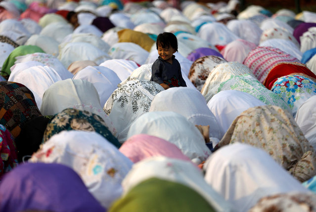 People attend prayers for the Muslim holiday of Eid al-Adha on a street outside of a mosque in Jakarta , Indonesia September 1, 2017. (Photo by Darren Whiteside/Reuters)
