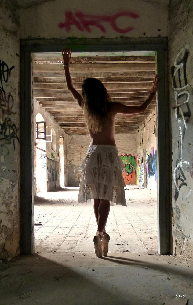 Ballet Around by Sus Blanco