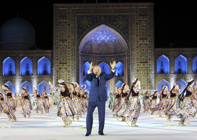 Uzbekistan's President Islam Karimov takes part in the Sharq Taronalari (Melodies of the East) International Music Festival in Samarkand, Uzbekistan, August 28, 2015. (Photo by Muhammadsharif Mamatkulov/Reuters)