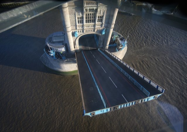Tower Bridge opens to traffic, seen through a new glass floor in the bridge's walkway on November 10, 2014 in London, England. (Photo by Peter Macdiarmid/Getty Images)
