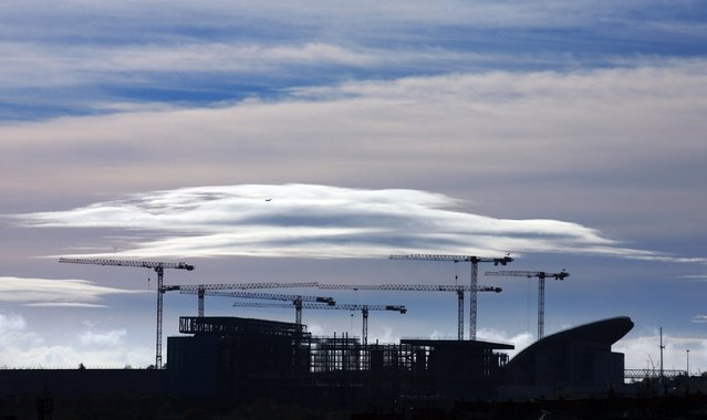 Cranes are seen over a construction site in Madrid November 17, 2014. (Photo by Sergio Perez/Reuters)