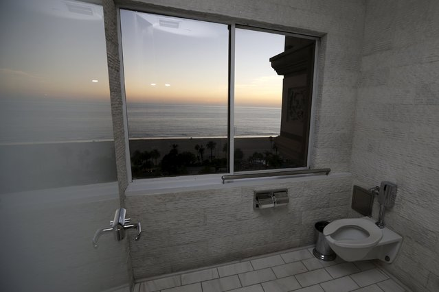 A toilet with a view of the Pacific Ocean is seen at Huntley Hotel in Santa Monica, California, United States, September 30, 2015. (Photo by Lucy Nicholson/Reuters)