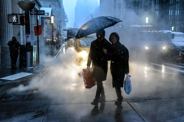 People walk through a snowy lower Manhattan on December 9, 2017 in New York City. The area is expected to see 3-6 inches of snow in the first snowfall of the season. (Photo by Stephanie Keith/Getty Images)