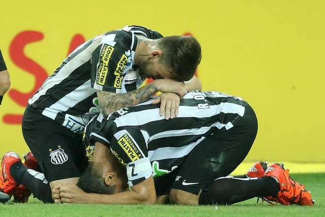 Ricardo Oliveira (R) of Santos celebrates with team mate Lucas Lima after scoring his goal against Palmeiras during their Copa do Brasil final soccer match in Sao Paulo, Brazil, December 2, 2015. (Photo by Jose Patricio/Reuters)