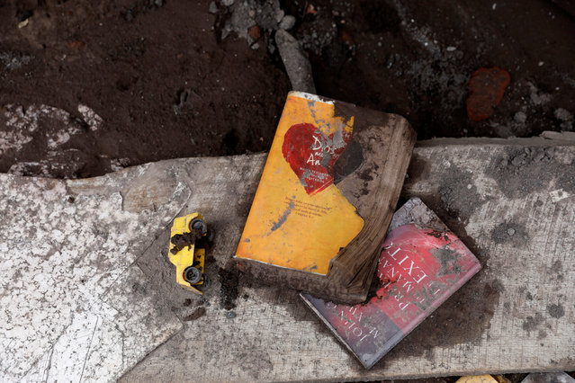 Books and a toy lie on the ground at a house affected by the eruption of the Fuego volcano in San Miguel Los Lotes in Escuintla, Guatemala, June 8, 2018. (Photo by Carlos Jasso/Reuters)
