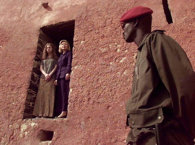"""U.S. First Lady Hillary Clinton and her daughter Chelsea peer out from the """"Door of No Return"""" on Goree Island, a former slave trading center, as a Senegalese soldier stands guard March 17, 1997. (Photo by Reuters)"""