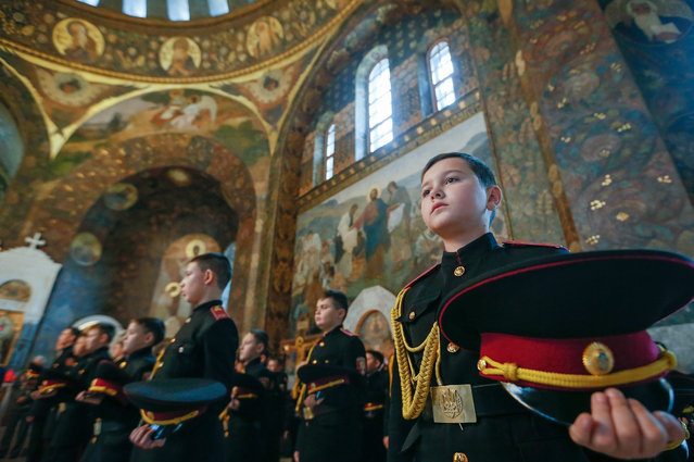 Young Ukrainian cadets attend an oath-taking ceremony and a prayer service at Kiev Pechersk Lavra monastery in Kiev, Ukraine, 11 November 2016. Ukrainian cadets took part in an traditional oath-taking and receiving of shoulder straps ceremony. (Photo by Sergey Dolzhenko/EPA)