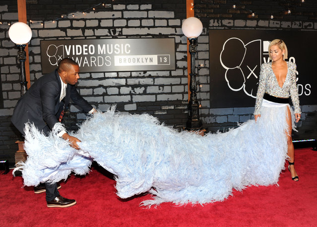 Rita Ora gets assistance with her dress as she arrives at the MTV Video Music Awards on Sunday, August 25, 2013, at the Barclays Center in the Brooklyn borough of New York. (Photo by Evan Agostini/AP Photo/Invision)