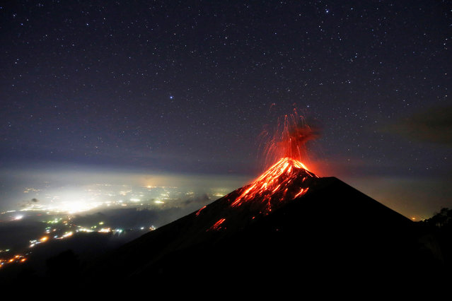 Fuego volcano spews lava during a nighttime eruption as seen from the Acatenango volcano in Guatemala, 28 November 2018. Fuego volcano averaged seven to ten explosive eruptions per hour on 28 November, according the Guatelama's National Coordinator for Disaster Reduction. (Photo by Esteban Biba/EPA/EFE)