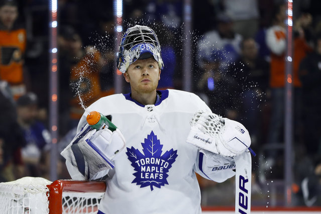 Toronto Maple Leafs' Frederik Andersen squirts water from his bottle after giving up a goal to Philadelphia Flyers' Radko Gudas during the second period of an NHL hockey game Wednesday, March 27, 2019, in Philadelphia. (Photo by Matt Slocum/AP Photo)