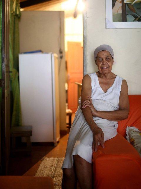 Nicolina Damascena sits in her home in the unpacified Complexo da Mare slum complex. (Photo by Mario Tama/Getty Images)