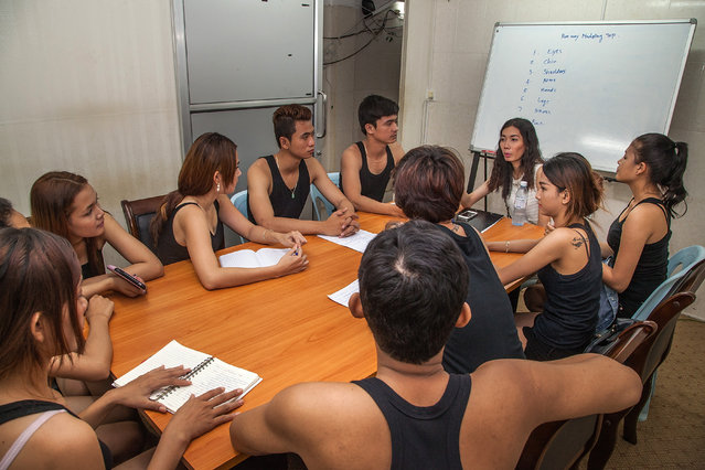 Modeling students from the Sun Model agency attend a theory class at the fashion school on March 31, 2014 in Phnom Penh, Cambodia. (Photo by Omar Havana/Getty Images)