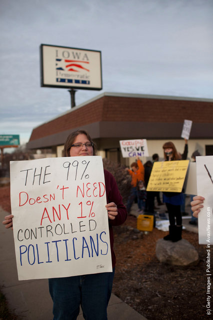 Occupy Iowa Caucus Movement Protests At Obama Iowa Campaign HQ