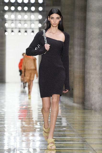 A model walks the runway at the Bottega Veneta show during the Milan Fashion Week Spring/Summer 2020 on September 19, 2019 in Milan, Italy. (Photo by Daniele Venturelli/Daniele Venturelli/WireImage )
