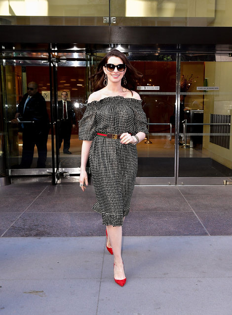 Anne Hathaway seen on the streets of Manhattan on April 18, 2017 in New York City. (Photo by James Devaney/GC Images)