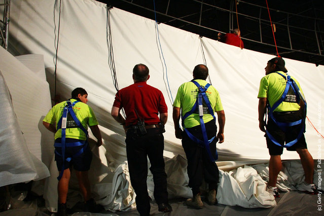 World's Largest Cinema Screen Installed In Darling Harbour