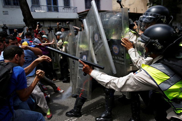 Demonstrators clash with riot police officers during a protest called by university students against Venezuela's government in Caracas, Venezuela, June 9, 2016. (Photo by Carlos Garcia Rawlins/Reuters)