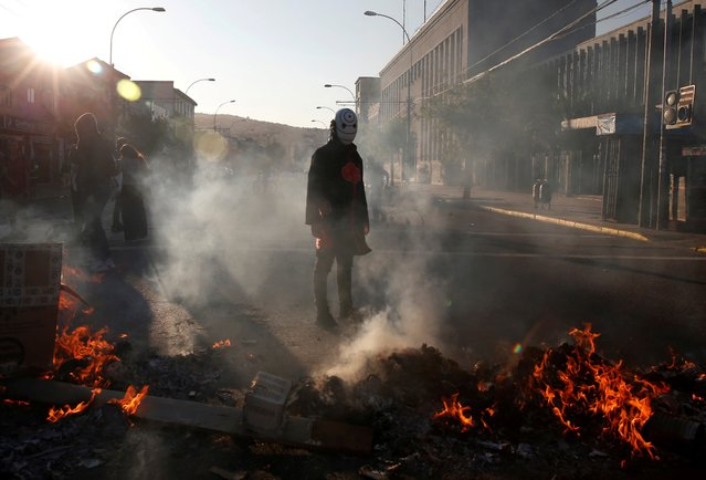 A demonstrator is seen next to a burning barricade during a protest against Chile's government in Valparaiso, Chile on January 9, 2020. (Photo by Rodrigo Garrido/Reuters)