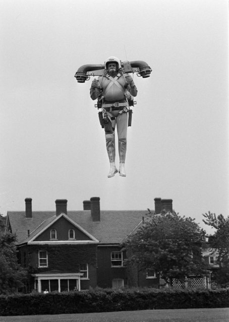Robert Courter soars through the air during a test of a flying jet pack in Ft. Myer, Va., near Washington, D.C., June 10, 1969. Courter, who is from Lewiston, N.Y., has been testing the jet flying belt, under development for the Defense Department, in various places around the country. (Photo by Bob Daugherty/AP Photo)