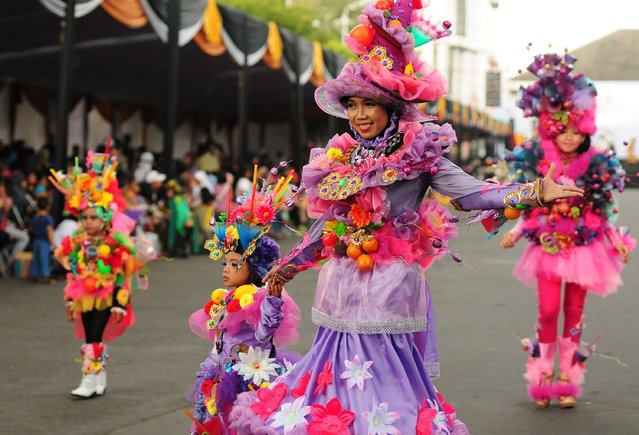 Models wear chemistry inspired costumes in the kids carnival during The 13th Jember Fashion Carnival 2014 on August 21, 2014 in Jember, Indonesia. (Photo by Robertus Pudyanto/Getty Images)