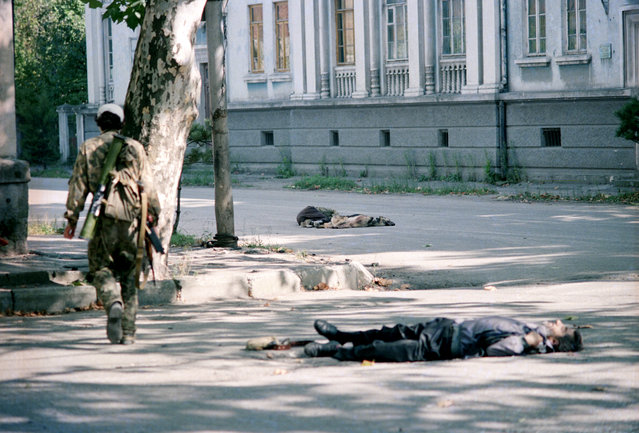 Sukhumi, Abkhazia, 1993. Street clashes in Sukhumi claimed several lives during the 1992-1993 Georgian–Abkhaz conflict. (Photo by Andrei Solovyov/ITAR-TASS)