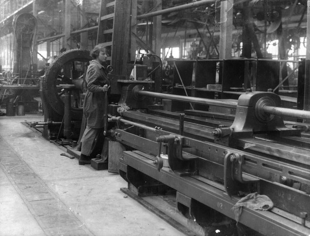 A young woman in an armaments factory in WWI. United Kingdom, circa 1916. (Photo by Hulton Archive)